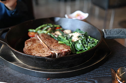 Cook-Bavette-Steak-In-A-Frying-Pan
